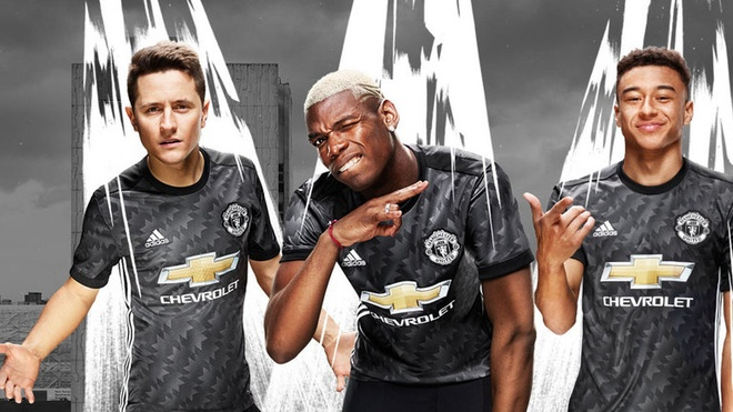 Lich su ung ho Chelsea va Man Utd trong ngay khai mac Premier League hinh anh