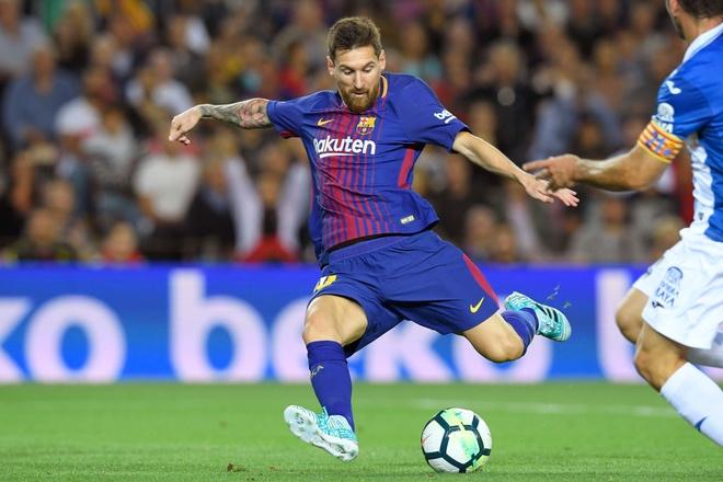 Messi lap hattrick, Barca dai thang derby hinh anh 5
