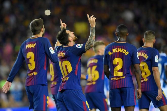 Messi lap hattrick, Barca dai thang derby hinh anh 3