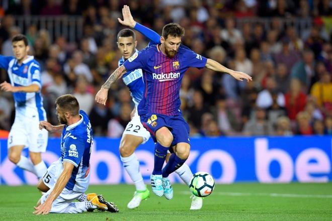 Messi lap hattrick, Barca dai thang derby hinh anh 2