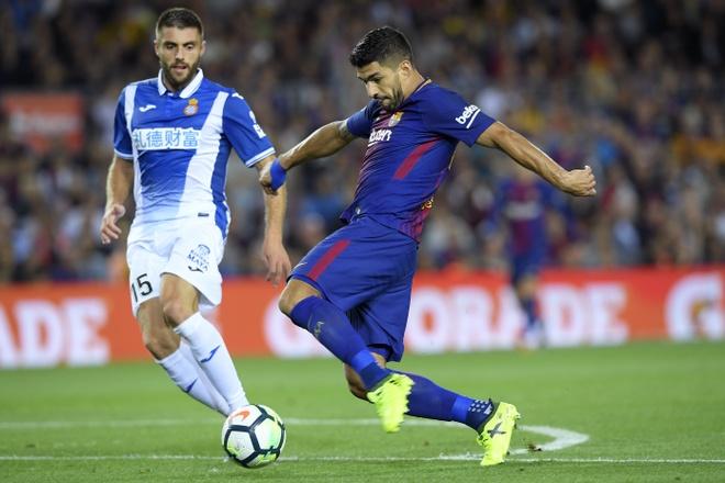 Messi lap hattrick, Barca dai thang derby hinh anh 1