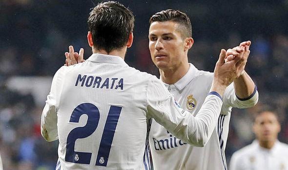 Ronaldo la 'thay' day danh dau cho Morata hinh anh