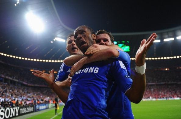 Huyen thoai Chelsea tai hien 'dem Munich huyen dieu' qua tranh ve hinh anh