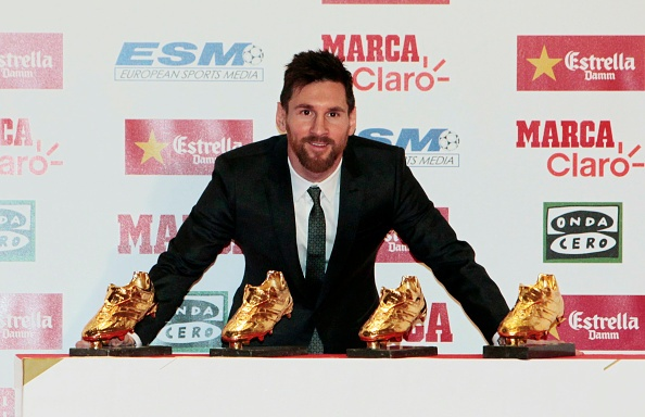 Messi dien suit lich lam trong ngay 'chung mam' voi Ronaldo hinh anh