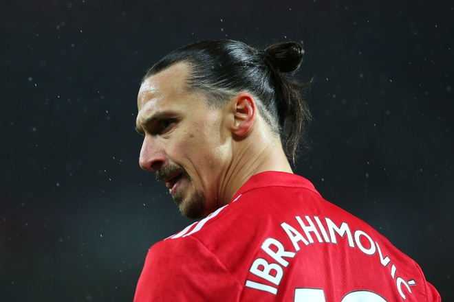 Mat Pogba, Mourinho dung Ibra de 'thi uy' truoc derby Manchester hinh anh