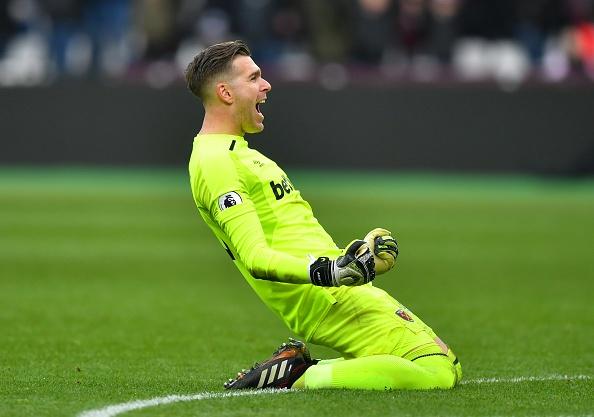 Hang cong 'tu tung', Chelsea bat ngo bi West Ham quat nga hinh anh 9