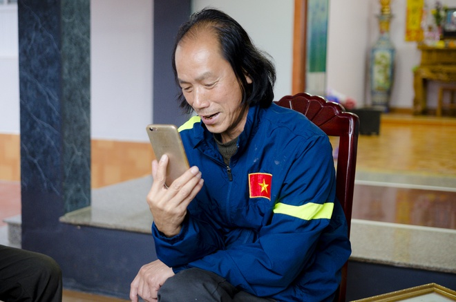 Cha Van Thanh muon con het minh vi mau co sac ao Viet Nam hinh anh