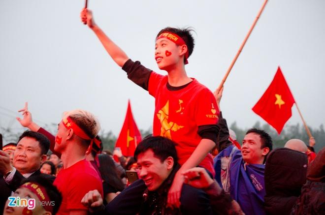 CDV noi Quang Hai lon len chet lang vi U23 Viet Nam thua phut cuoi hinh anh 1