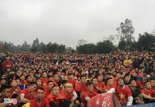 CDV noi Quang Hai lon len chet lang vi U23 Viet Nam thua phut cuoi hinh anh 2