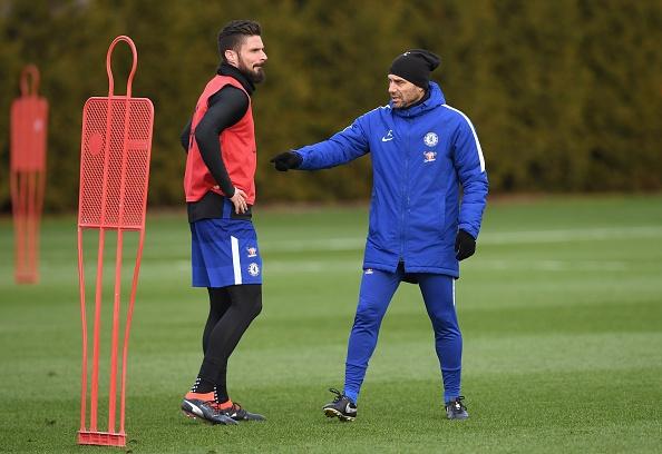 Giroud duoc Conte 'kem rieng' trong buoi tap moi hinh anh 2