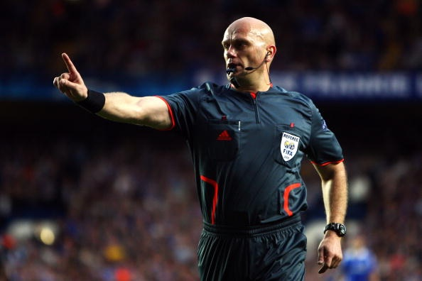 Trong tai Ovrebo: 'Van muon cam coi tran Chelsea - Barcelona' hinh anh