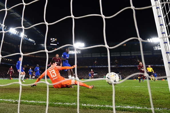 Messi ghi ban, Barca cam hoa Chelsea 1-1 tren dat Anh hinh anh 9