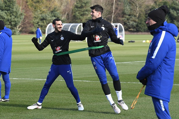 Morata va Giroud canh tranh trong buoi tap truoc dai chien voi Man Utd hinh anh 7