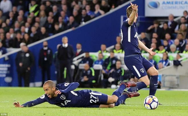 Harry Kane ghi ban trong ngay Tottenham hoa bac nhuoc Brighton hinh anh 3