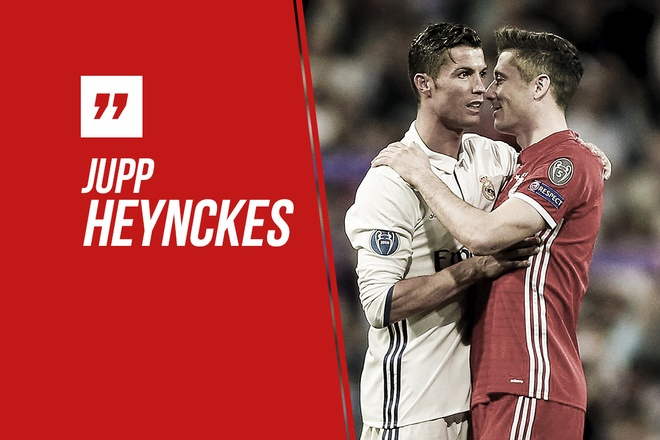 HLV Bayern tu choi trao doi Lewandowski lay Ronaldo hinh anh