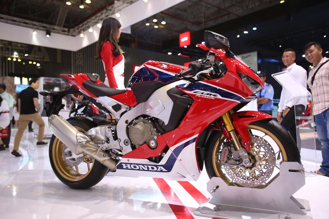 Danh gia nhanh sieu moto Honda CBR1000RR 2017 tai VN hinh anh