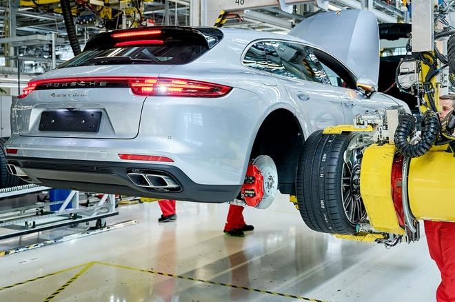 Porsche Panamera Sport Turismo bat dau san xuat tai Duc hinh anh 1