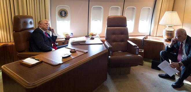 'Nha trang tren khong' Air Force One dua ong Trump den VN hinh anh 7