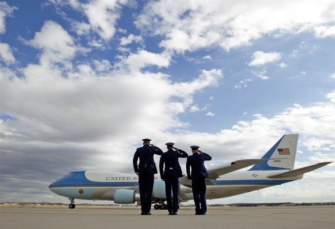 'Nha trang tren khong' Air Force One dua ong Trump den VN hinh anh 3