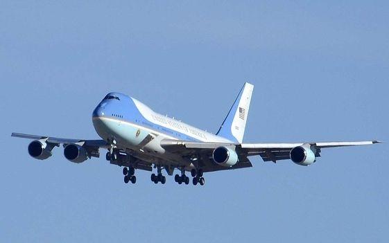 'Nha trang tren khong' Air Force One dua ong Trump den VN hinh anh 13