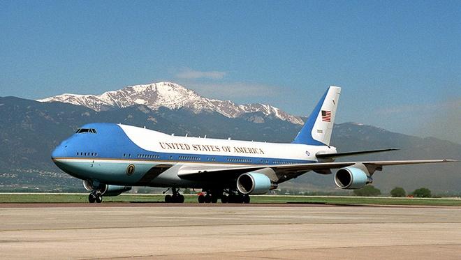 'Nha trang tren khong' Air Force One dua ong Trump den VN hinh anh 12