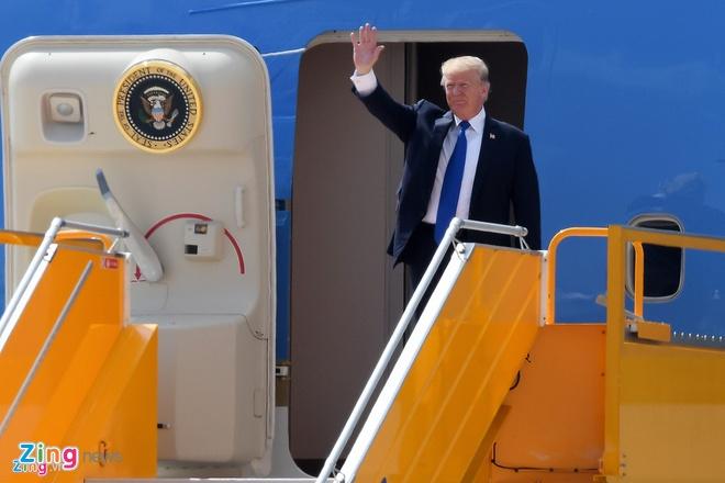 'Nha trang tren khong' Air Force One dua ong Trump den VN hinh anh 8