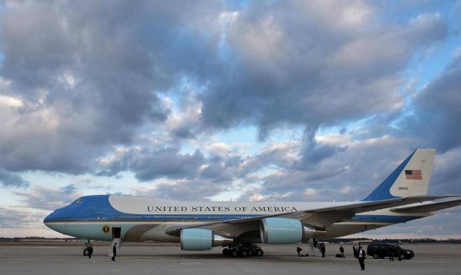 'Nha trang tren khong' Air Force One dua ong Trump den VN hinh anh 1