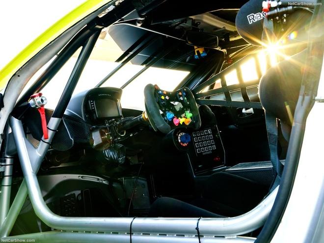 Aston Martin Vantage GTE: Sinh ra chi de dua hinh anh 5