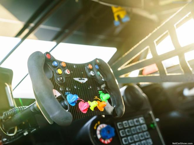 Aston Martin Vantage GTE: Sinh ra chi de dua hinh anh 6