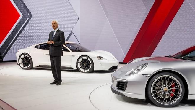 Lo dien sieu sedan dien Porsche Mission E chay thu nghiem tren pho anh 5