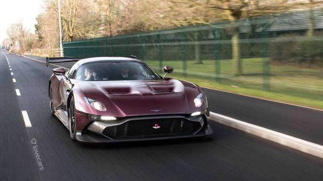 Aston Martin Vulcan phien ban duong pho gia 2,4 trieu USD hinh anh