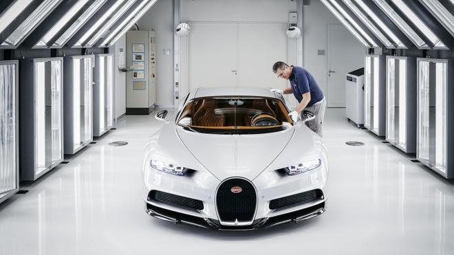 Bi mat ben trong nha may che tao quai thu Bugatti Chiron hinh anh