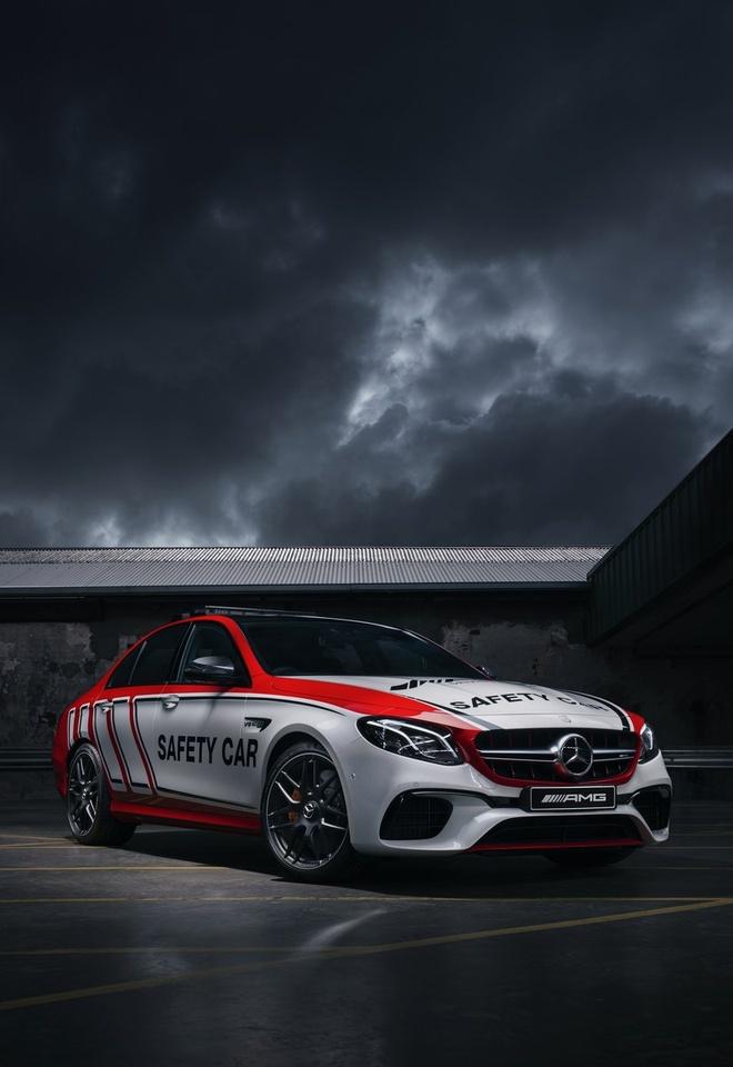 Mercedes-AMG E63 S 4MATIC+ phien ban xe dan duong hinh anh 3
