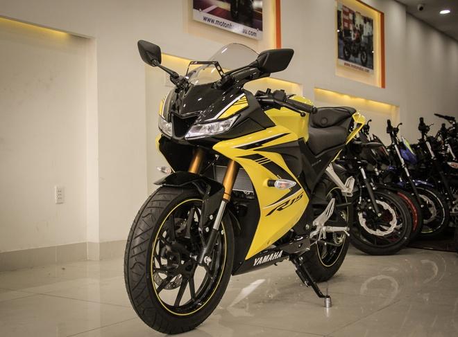 Yamaha YZF-R15 mau vang racing ve Viet Nam, gia 78 trieu hinh anh