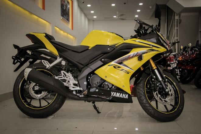 Yamaha YZF-R15 V3 2018 mau vang racing ve Viet Nam anh 2