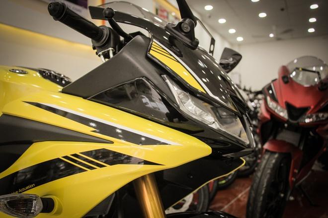 Yamaha YZF-R15 V3 2018 mau vang racing ve Viet Nam anh 3