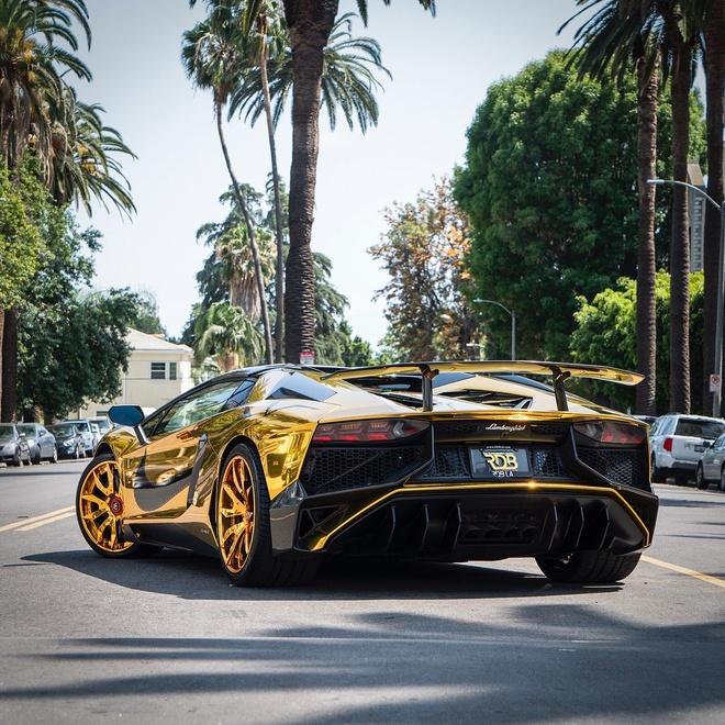 Sieu xe Lamborghini anh vang cua ca si Chris Brown anh 2