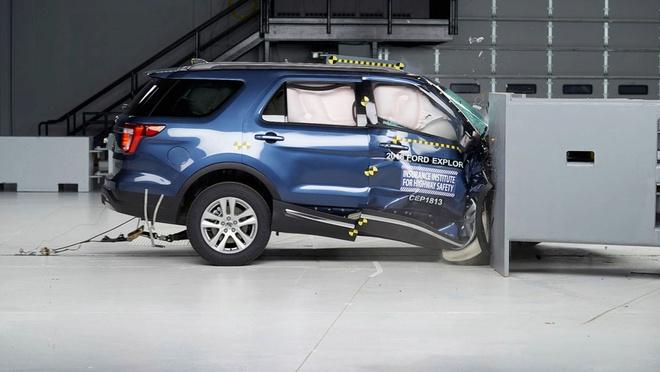 Thu nghiem an toan khi va cham: Ford Explorer thua xa Kia Sorento hinh anh