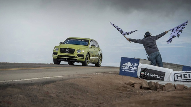 Bentley Bentayga lap ky luc toc do leo nui Pikes Peak hinh anh