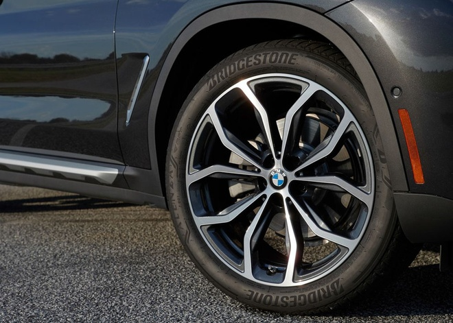 BMW X4 2019 gia tu 51.000 USD, doi dau Mercedes GLC coupe hinh anh 5
