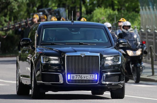 Xe limousine Cortege cua ong Putin den Phan Lan hinh anh