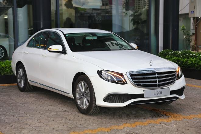 Mercedes-Benz E200 ban nang cap ve dai ly, gia khong doi hinh anh