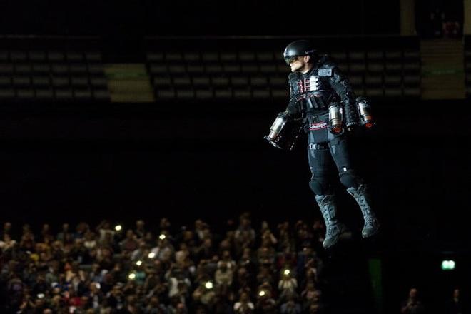 Bo do bay phan luc giong Iron Man gia 446.000 USD hinh anh 2