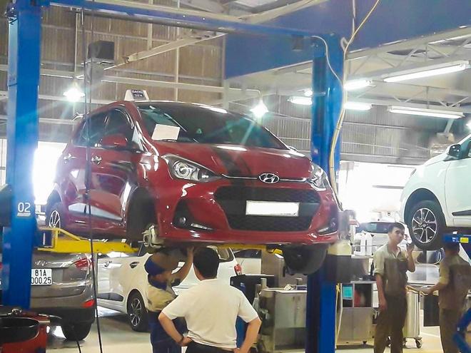 'Loi bu long cua Hyundai Grand i10 chi co tren xe lap rap' hinh anh