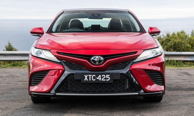 Toyota Camry 2018 ve Dong Nam A cuoi thang 10 hinh anh