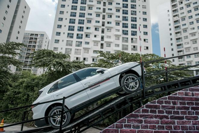 Kha nang off-road cua Porsche Cayenne hinh anh
