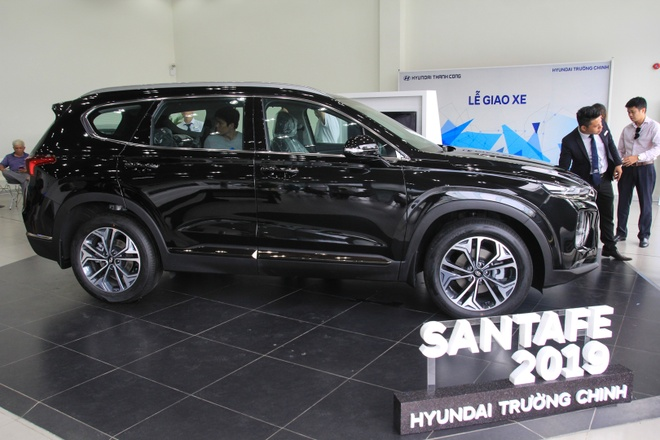 Hyundai SantaFe dau tien ve dai ly tai TP.HCM, cat nhieu trang bi hinh anh 6