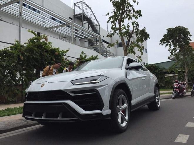 Lamborghini Urus dau tien o Viet Nam ve tay dai gia Minh 'nhua' hinh anh
