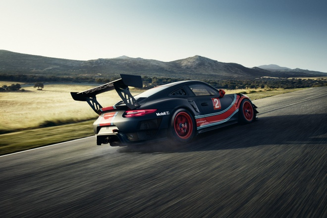 Porsche 911 GT2 RS ban duong dua gia gan nua trieu USD hinh anh 7