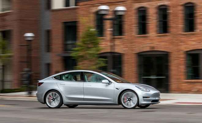 Tesla Model 3 duoc tro gia 3.000 USD anh 3